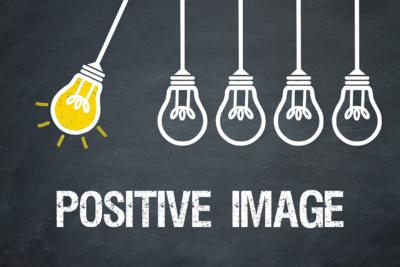 """Image d'un dessin d'un balancier ou les boules sont remplacees par des ampoules. Il est marque """"positive image"""", un outil pour que les employés se valorisent et se sentent mieux au quotidien"""