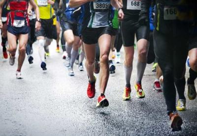 Photo d'un groupe de personnes courant une course tous ensemble, un outil pour permettre à nos collaborateurs de se préparer à un challenge