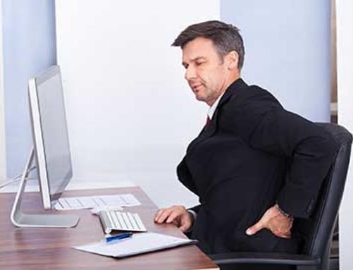 Régler son poste de travail : s'assoir sur les problèmes de dos